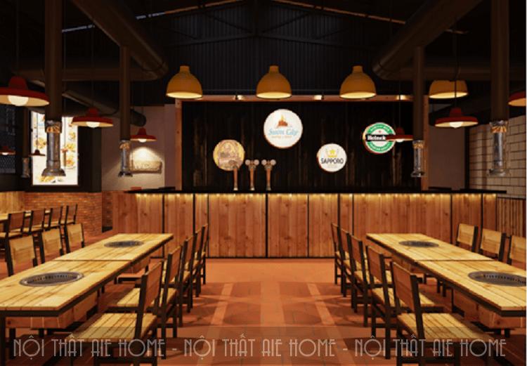 Nhà hàng được trang trí ấn tượng với những chiếc đèn chùm